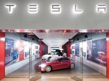 Tesla Laden