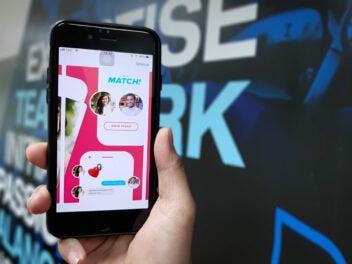 Die Dating-App Tinder mit einem Match auf einem iPhone