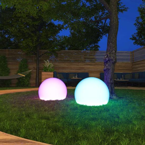 Tint Outdoor-Leuchte Calluna auf einer Wiese