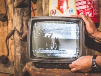 TV-Gerät: Schwarz-Weiß Fernseher