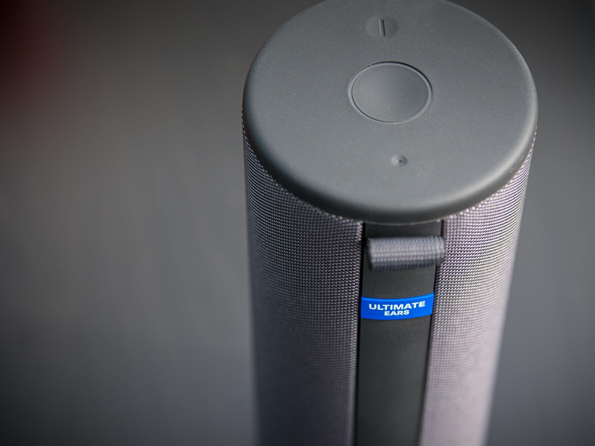 Die Bedienung des UE Megaboom 3 ist einfach, der Lautsprecher wasserdicht