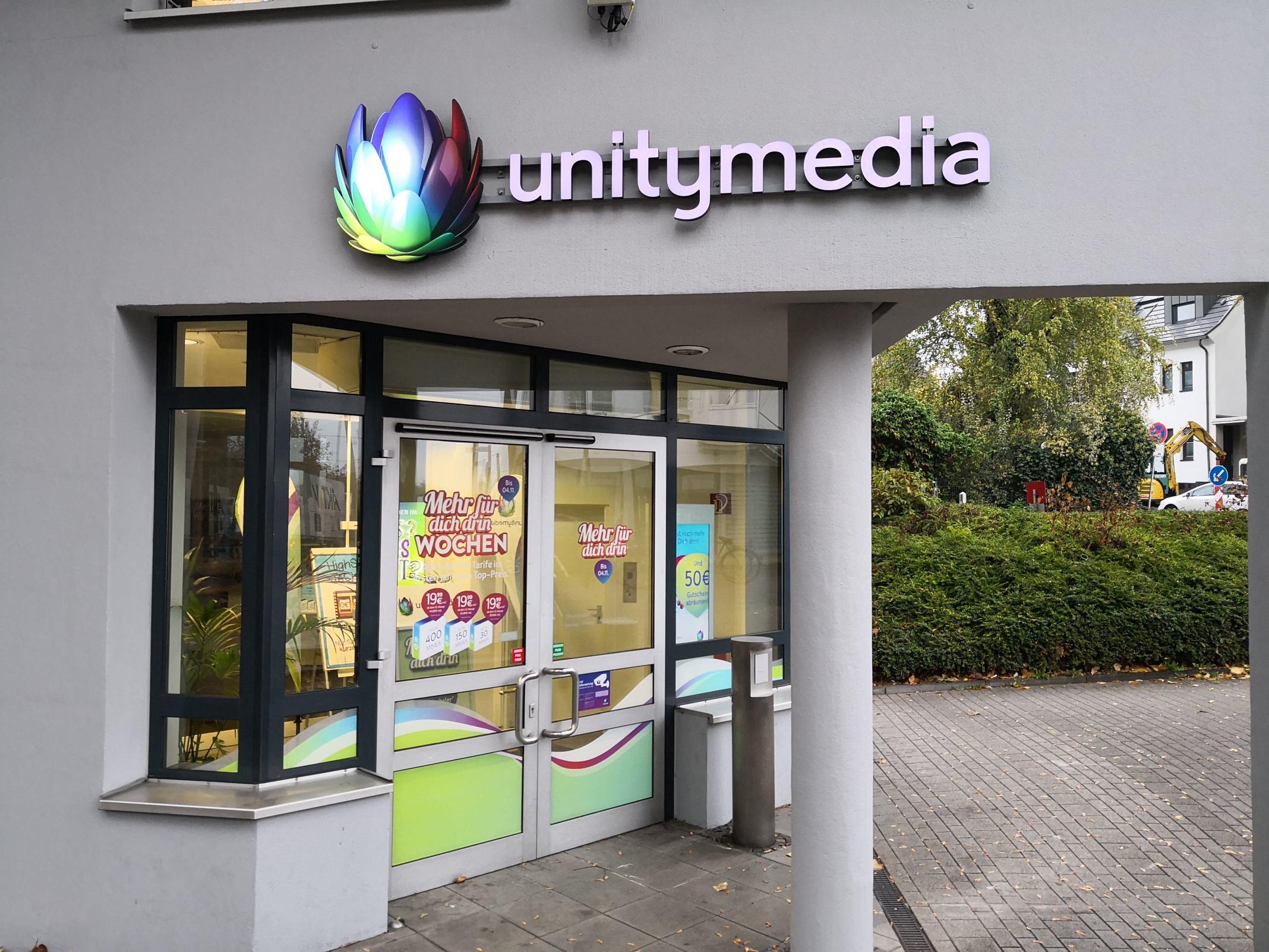 Der Eingangsbereich eines Unitymedia-Shops mit einem Unitymedia-Logo