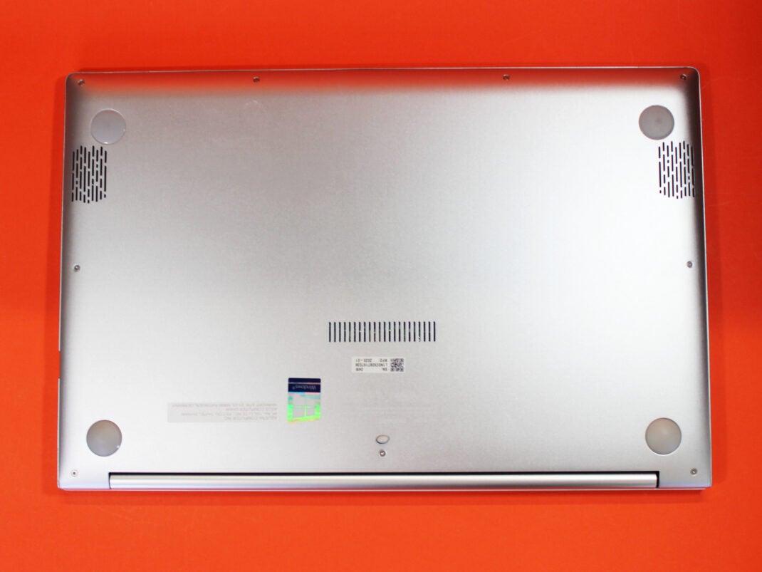 Unterseite des ASUS VivoBook S14