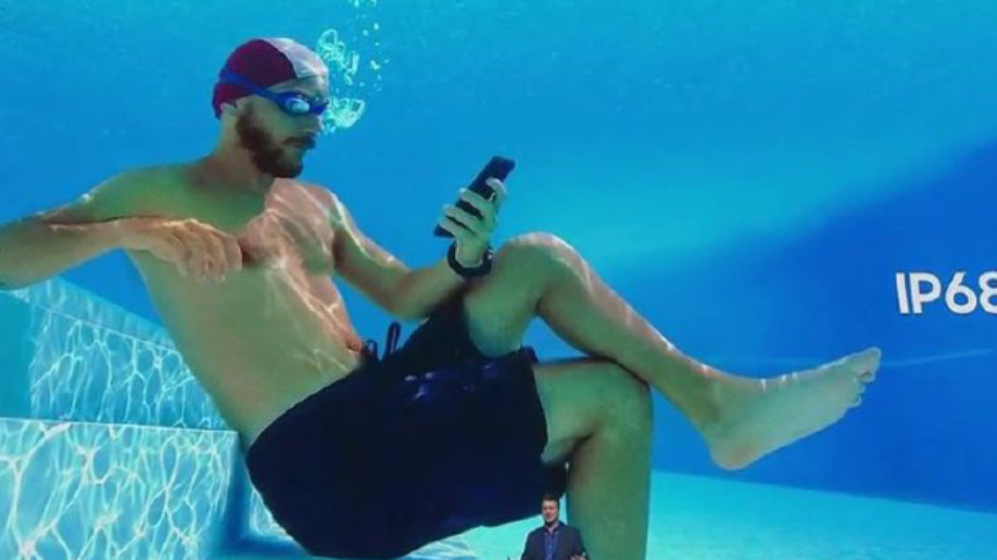 Samsung Unterwasser Werbung Smartphone