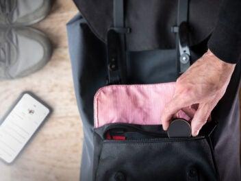 GPS-Tracker von Vodafone in einer Tasche