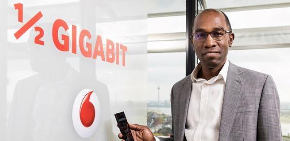 Vodafone Technik-Chef Eric Kuisch präsentiert neue Spitzengeschwindigkeit