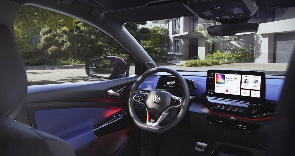 Blick auf den Innenraum des VW ID.4 GTX.