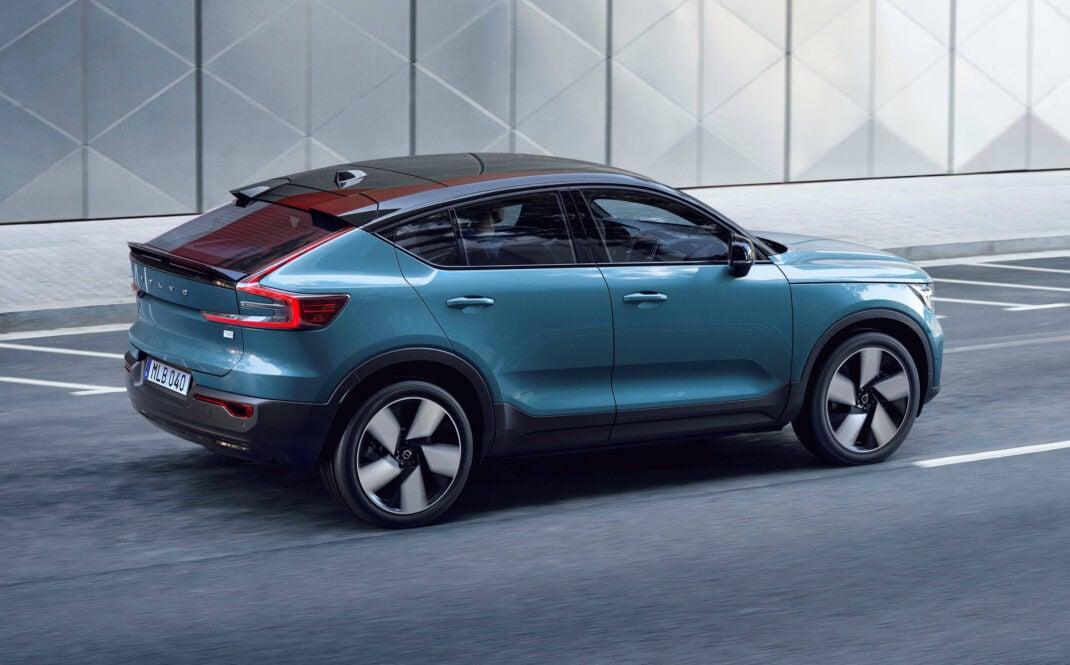 Volvo C40 Recharge Seiten- und Heckansicht.