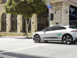 Ein Jaguar I-Pace als Connected Car von Waymo