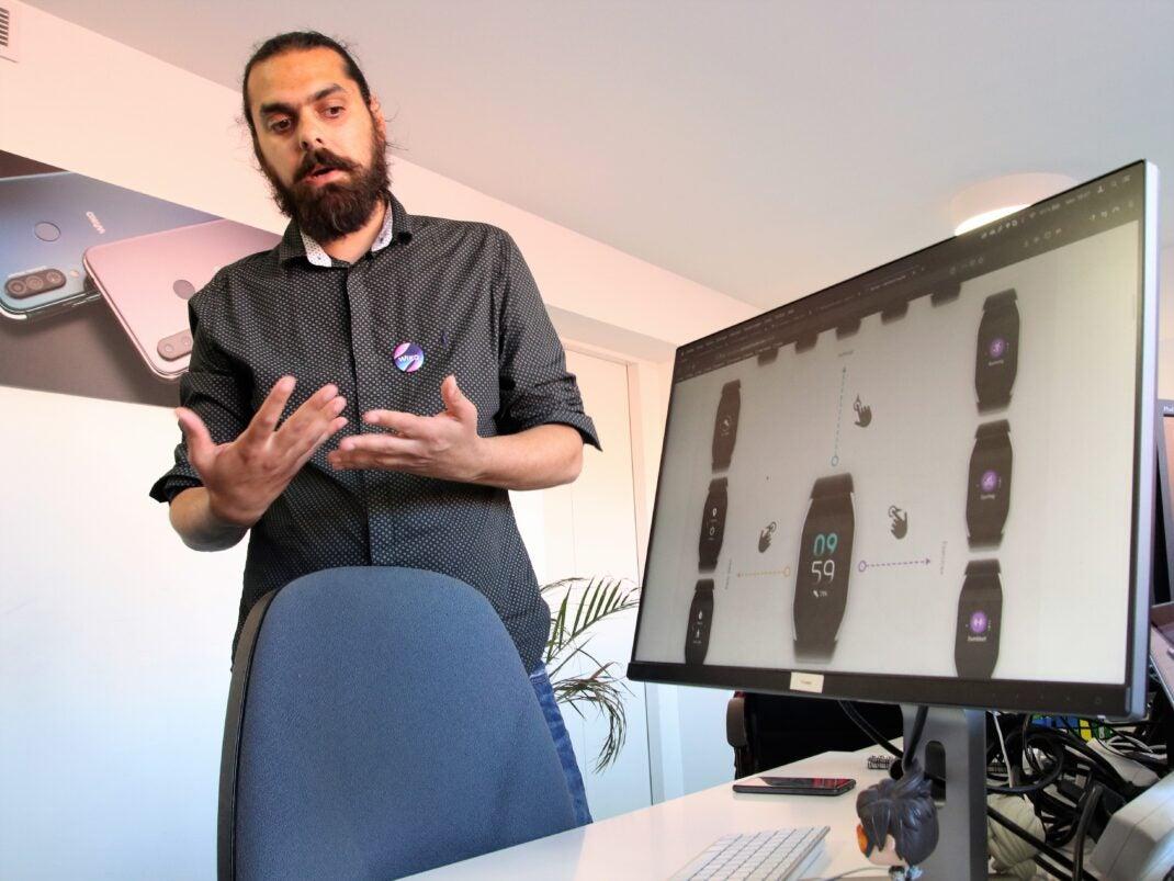 Aclam Beaujeun erklärt die Software-Entwicklung im Wiko Headquarter