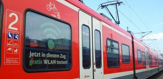 Gratis-WLAN in einem Regionalzug der Linie RE 42 zwischen Münster und Mönchengladbach