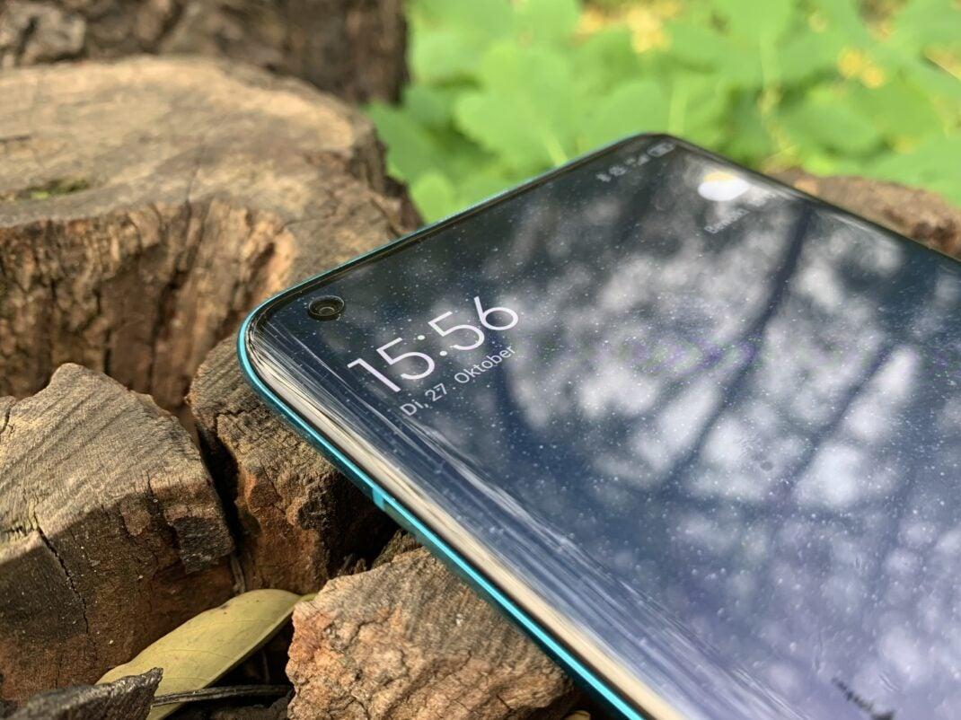 Das AMOLED-Display des Xiaomi Mi 10 mit gebogenen Rändern