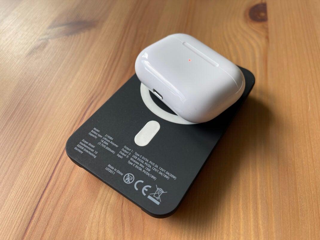 Auch AirPod (Pro) und andere Gadgets können geladen werden