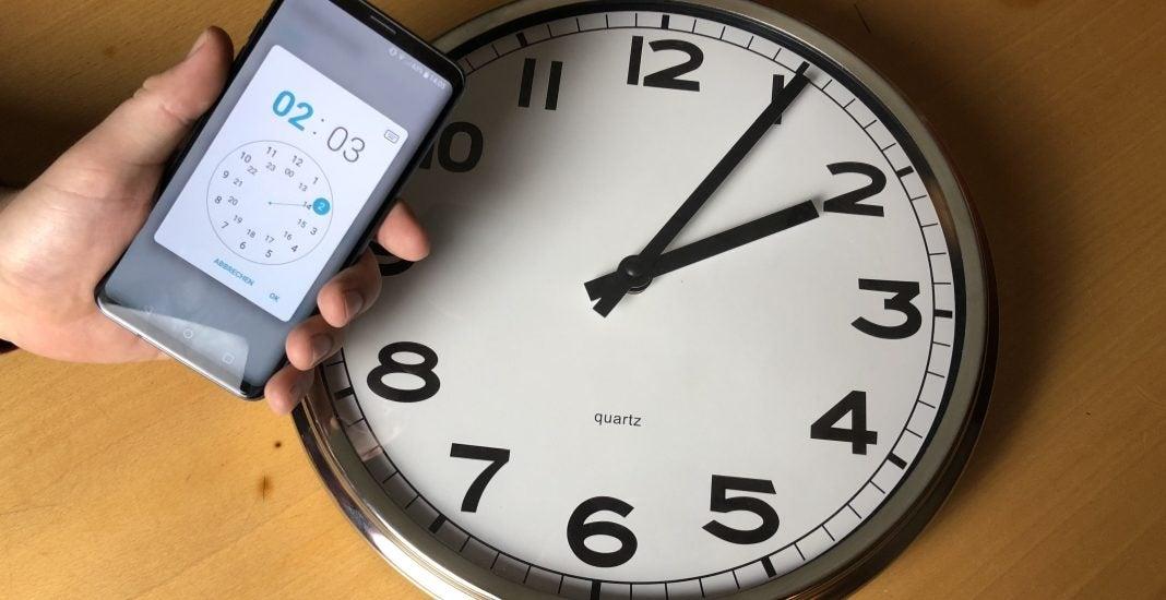 Uhr und Handy: Zeitumstellung