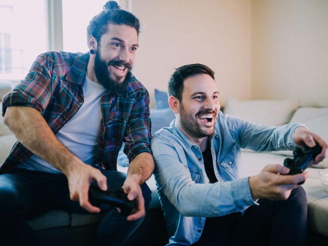 Zwei Männer beim Gaming